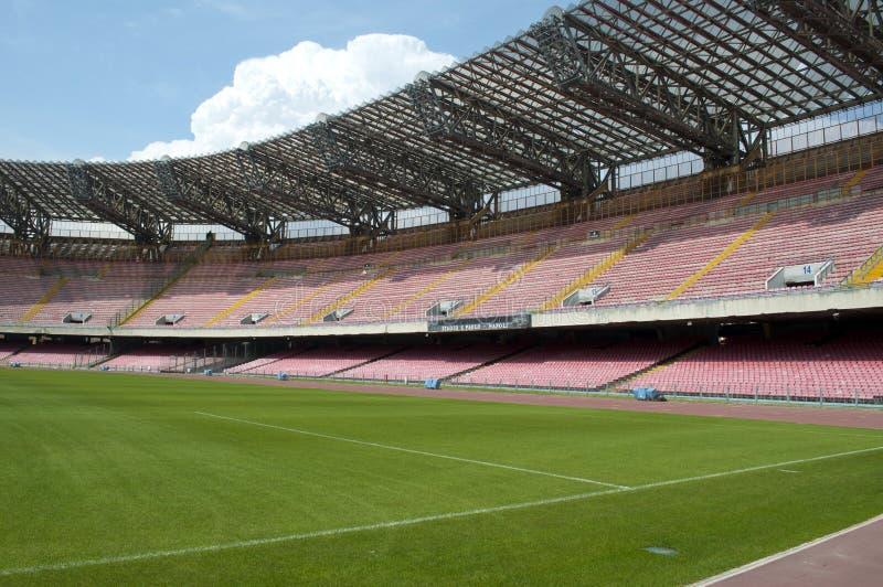 Пустая стойка стадиона футбола стоковые фотографии rf