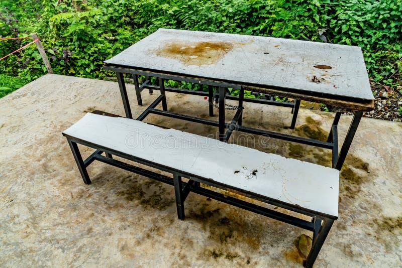 Пустая таблица ` s буфета школы стоковые изображения rf