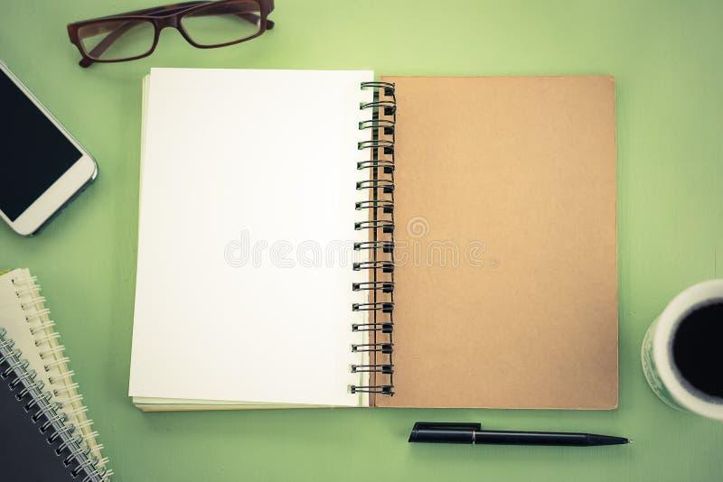 Пустая тетрадь на взгляде столешницы стоковые изображения