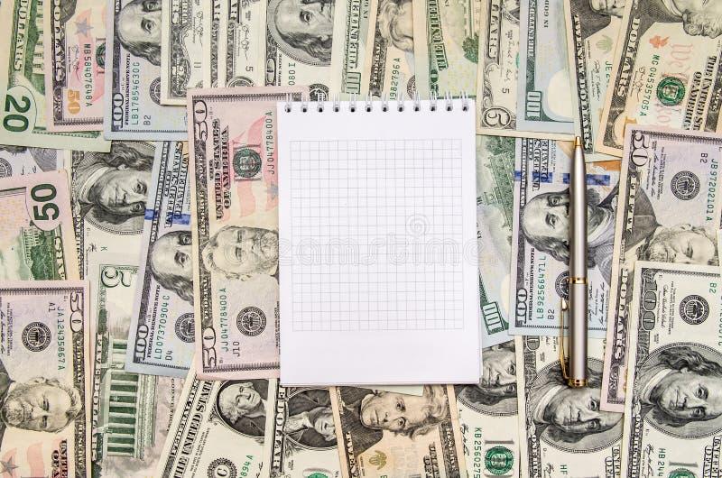 Пустая тетрадь с долларом стоковые изображения