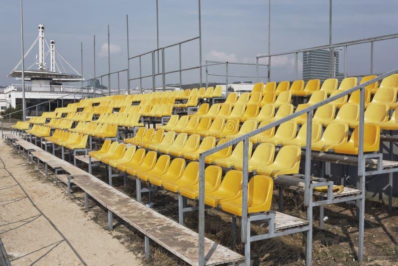 Пустая трибуна волейбольного поля стоковое фото rf
