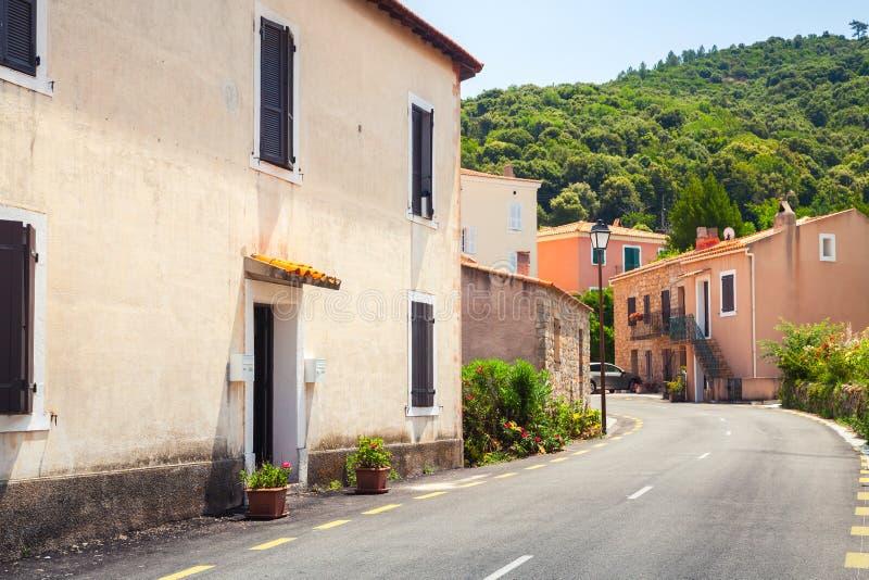 Пустая улица городка Piana в летнем дне стоковое фото