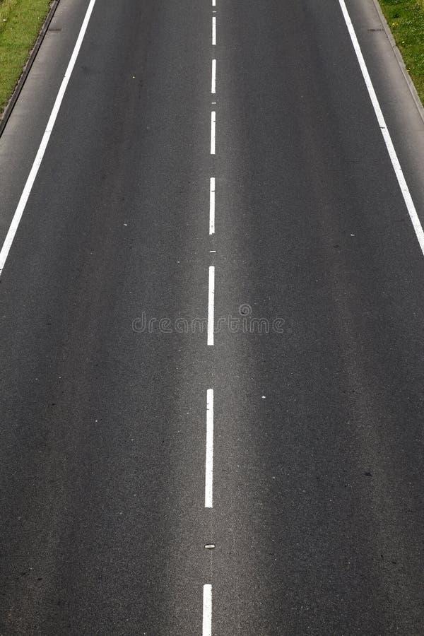 пустое гудронированное шоссе дороги стоковые фотографии rf