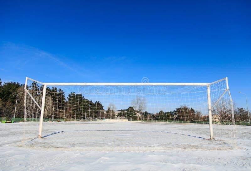 Пустое снежное поле soccerball стоковые фото