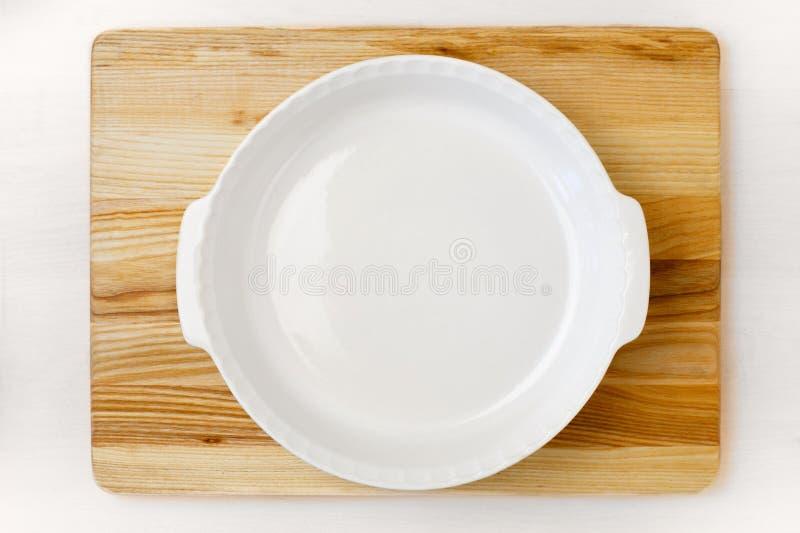 Пустой белый круглый лоток выпечки стоковое изображение rf