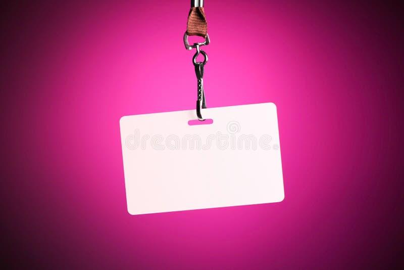 Пустой белый фон значка против фиолетовой предпосылки стоковая фотография