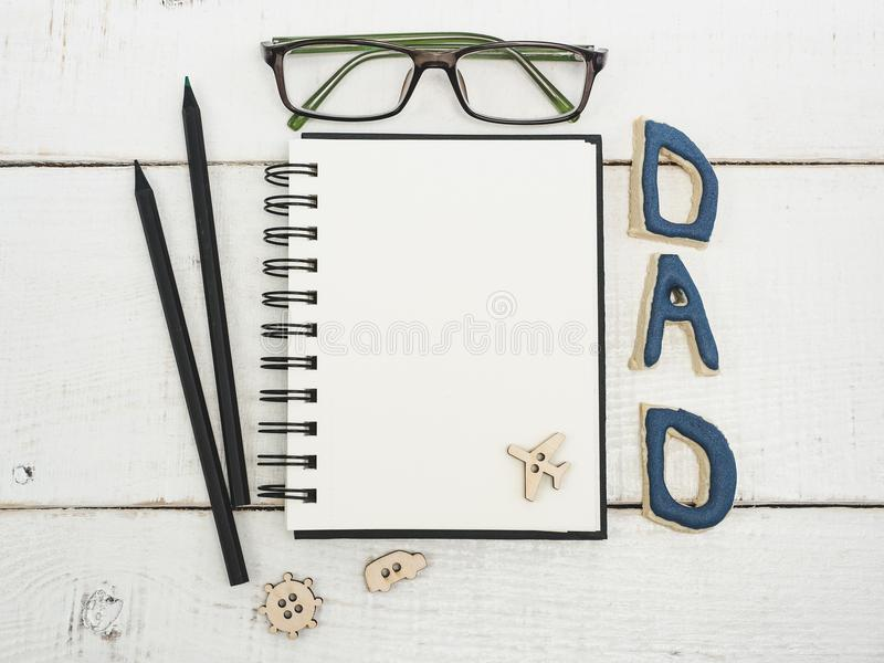 Пустой блокнот для поздравлений ` s отца стоковые изображения rf
