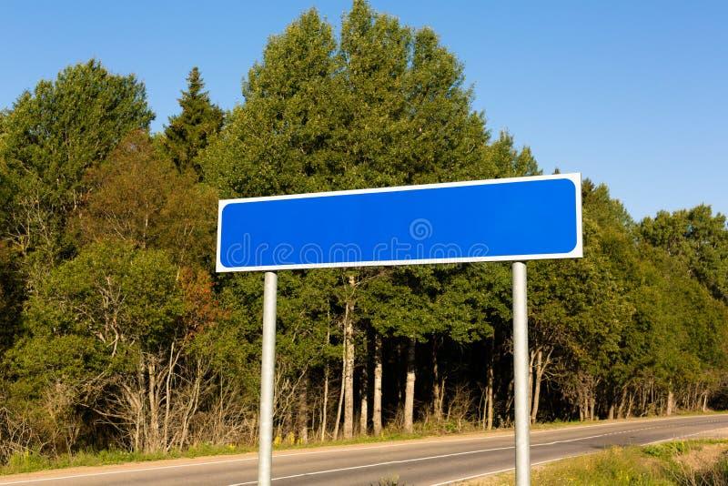 Пустой голубой дорожный знак стоковая фотография rf