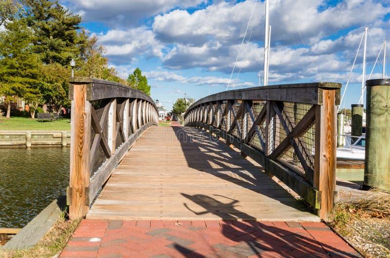 Пустой деревянный Footbridge стоковые фото
