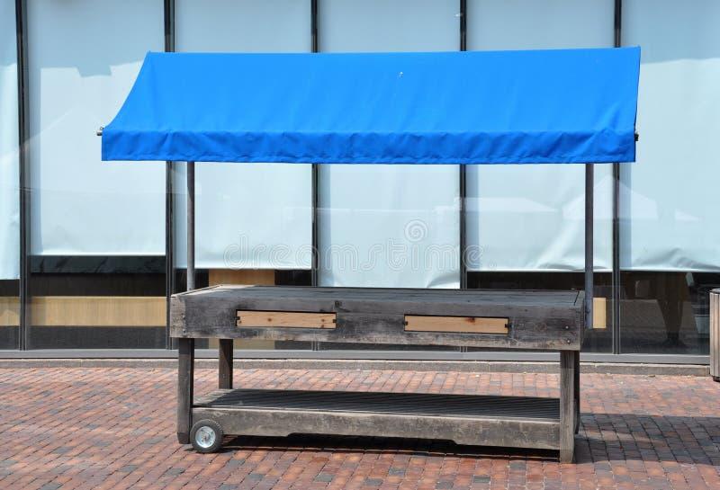 Пустой деревянный стойл стоковое изображение