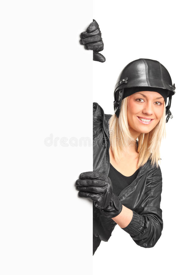пустой женский усмехаться панели motorcyclist удерживания стоковые изображения