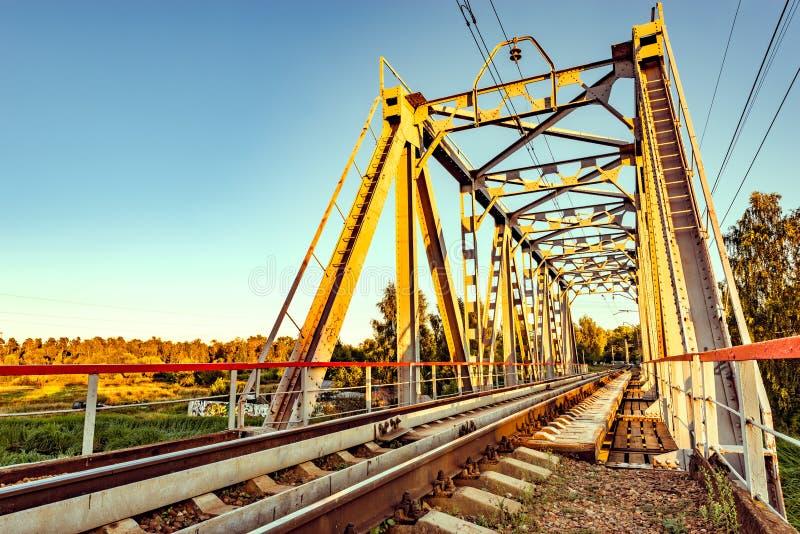 Пустой железнодорожный мост металла стоковая фотография