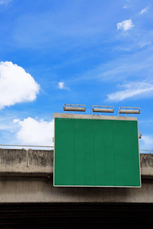 пустой зеленый дорожный знак стоковое изображение