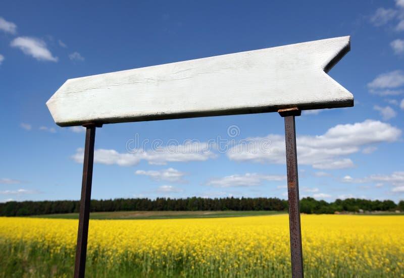 пустой знак деревянный стоковая фотография