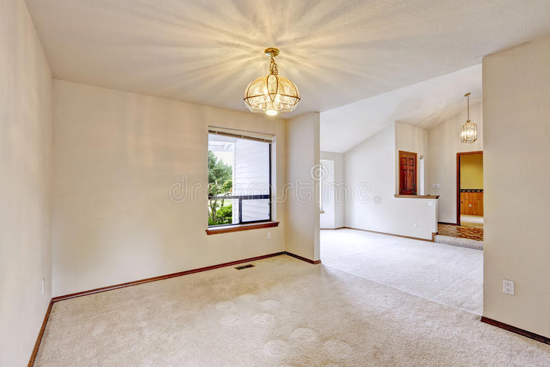 Пустой интерьер дома Малые комната и прихожая входа стоковые фотографии rf