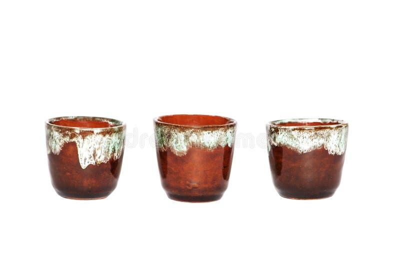 Пустой керамический декоративный кувшин вина на белой предпосылке Винтажный декоративный кувшин изолированный на белой предпосылк стоковое фото