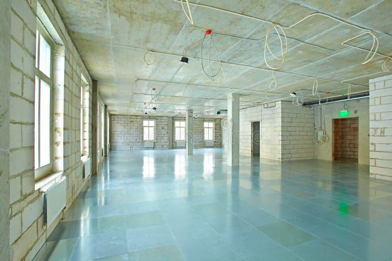 Пустой космос под реконструкцией в современном деловом центре стоковое фото