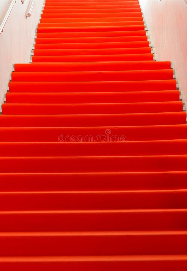 Пустой красный ковер - изображение запаса стоковое изображение