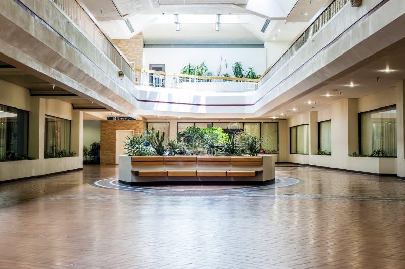 Пустой мол (2 из 2) стоковое фото