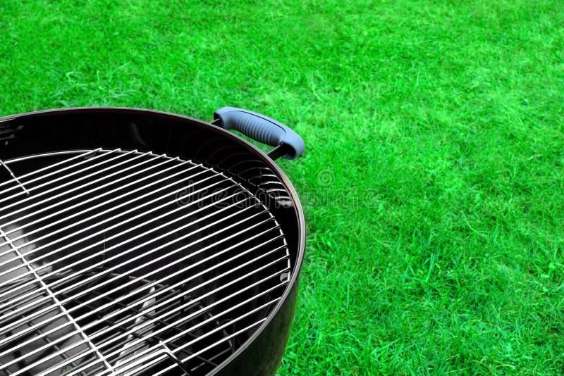 Пустой новый чистый конец-вверх гриля BBQ стоковая фотография