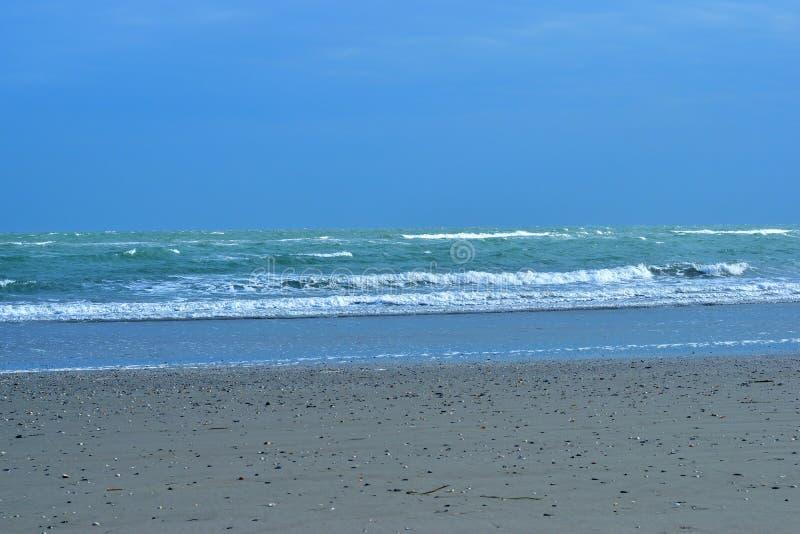 Пустой песчаный пляж на острове Pelestrina стоковое изображение rf