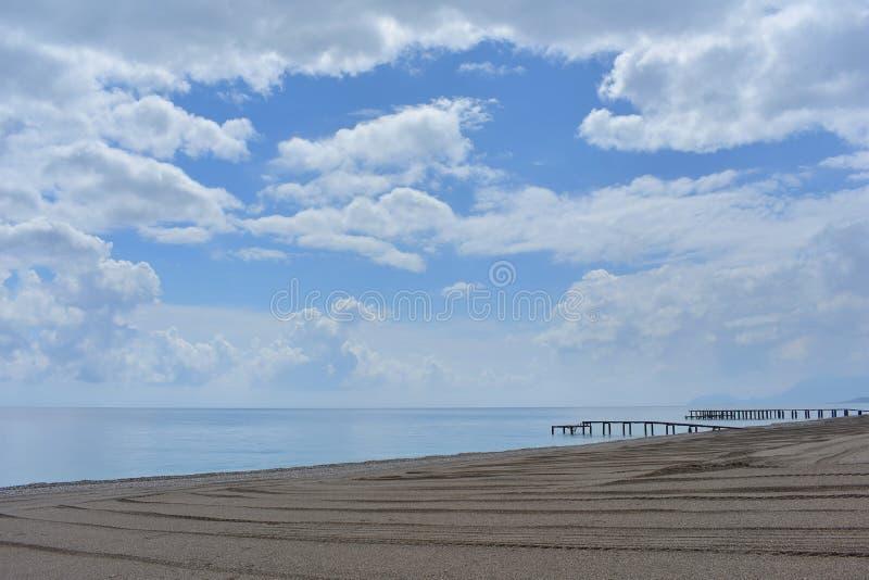 Пустой пляж Средиземным морем, Турцией стоковые фотографии rf