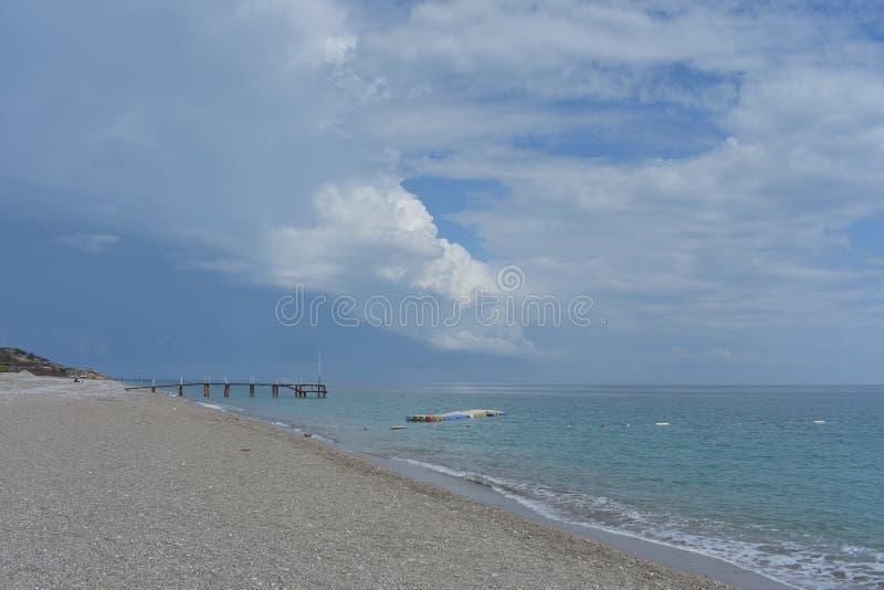Пустой пляж Средиземным морем, Турцией стоковое изображение rf