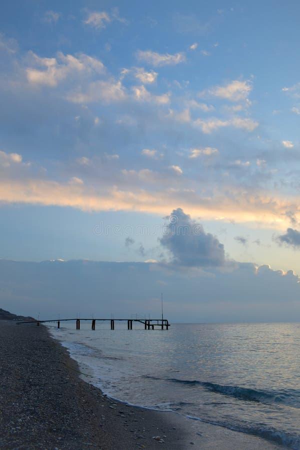 Пустой пляж Средиземным морем, Турцией стоковые изображения
