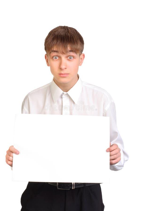 пустой подросток бумаги удерживания стоковое изображение rf