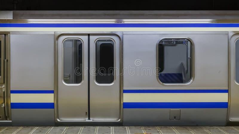 Пустой поезд в станции метро стоковые изображения rf