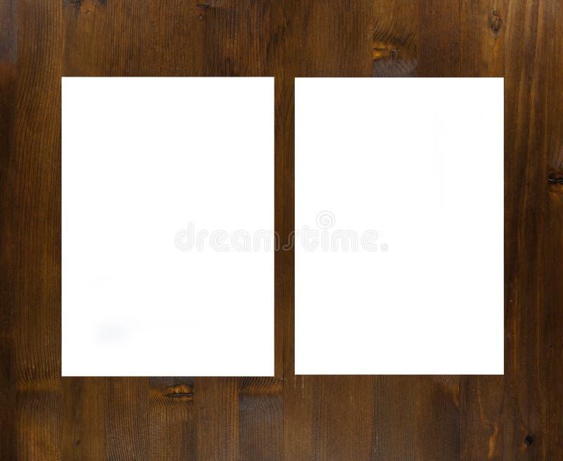 Пустой плакат рогульки на древесине для того чтобы заменить ваш дизайн стоковое изображение