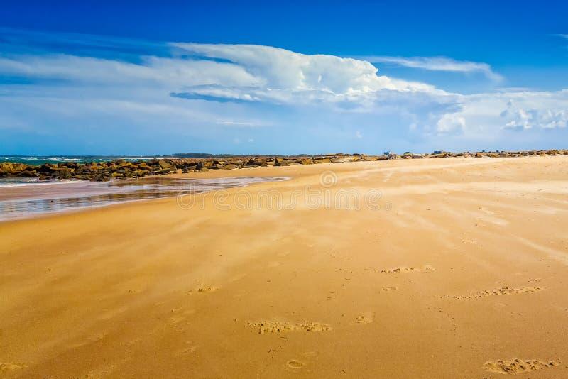 Пустой пляж в Caloundra стоковые фото