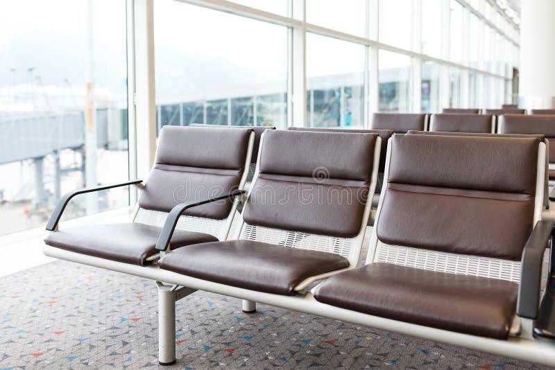 Пустой стул на авиапорте стоковые фотографии rf