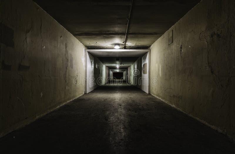 Download Пустой тоннель на ноче стоковое фото. изображение насчитывающей ужас - 40581744