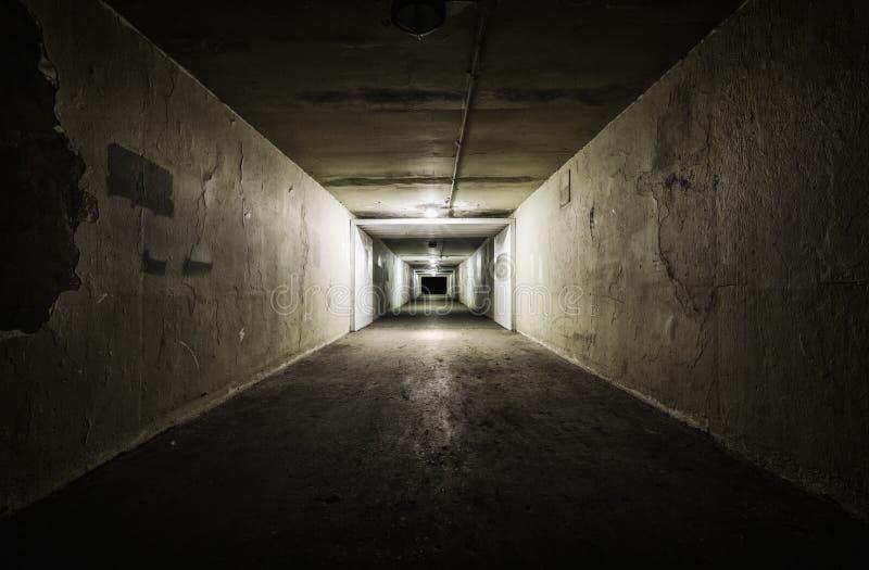 Download Пустой тоннель на ноче стоковое фото. изображение насчитывающей выходить - 40581768