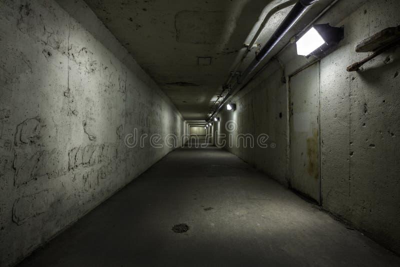 Download Пустой тоннель на ноче стоковое изображение. изображение насчитывающей asper - 40581791
