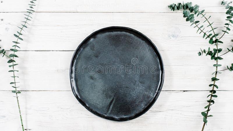 Пустой черный керамический handmade модель-макет плиты деревенский стоковое фото