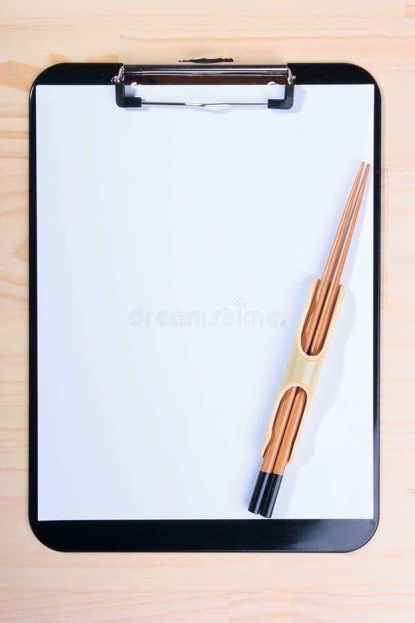 пустой clipboard палочек стоковая фотография