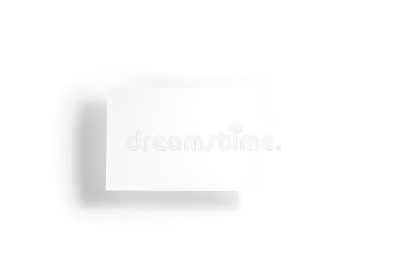 Пустые белые летчик открытки/модель-макет приглашения на белой предпосылке стоковые фото