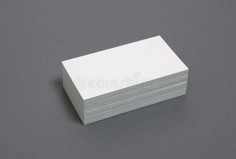 пустые визитные карточки штабелированные вверх стоковые фото