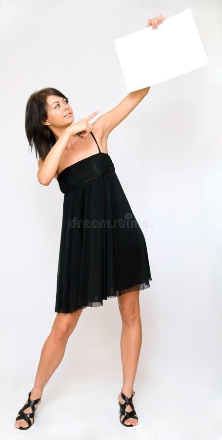 пустые женщины бумаги удерживания молодые стоковая фотография rf