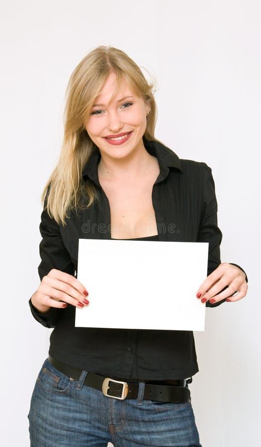 Download пустые женщины бумаги удерживания молодые Стоковое Фото - изображение насчитывающей изолировано, цвет: 6861848