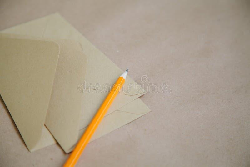 Пустые конверты от повторно использованной бумаги r стоковое фото