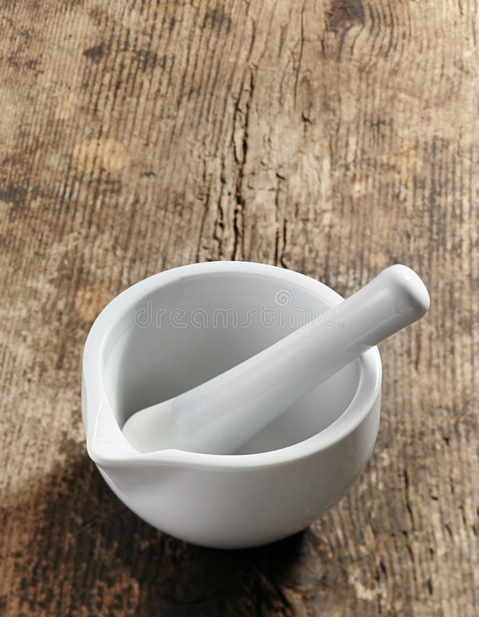 Пустые миномет и пестик на деревянном столе стоковое фото