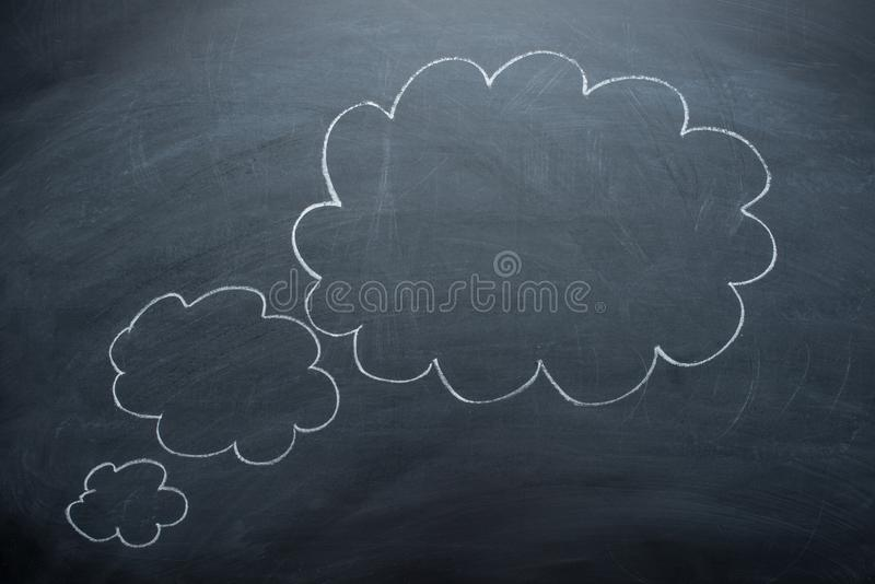 Пустые облака на классн классном, концепции доски для запутанности, воодушевленность и решения стоковое фото rf