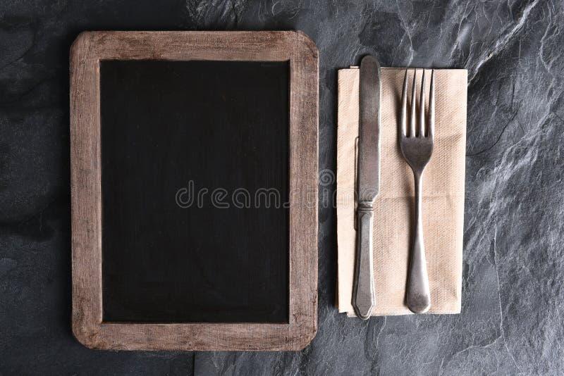 Пустые доска и Silverware меню стоковая фотография rf