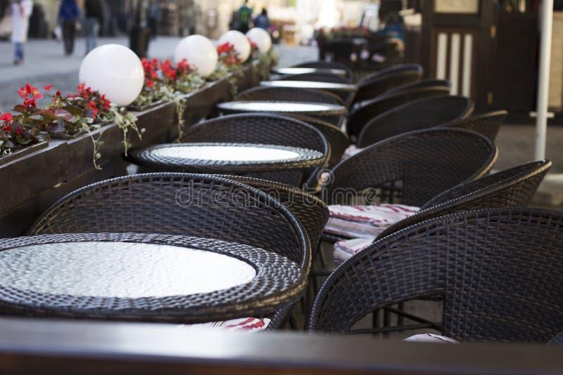 Пустые таблицы ресторана стоковые изображения rf