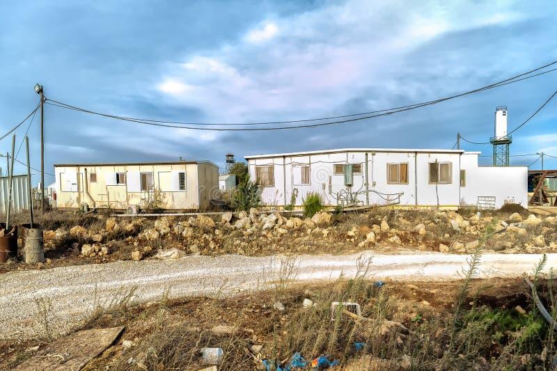 Пустыня 24-ое октября 2015 Израиля Иудеи Еврейские поселенцы незаконно раскрывают новое существование в пустыне пустыни judea, он стоковые фото