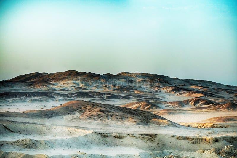 пустыня около виска ферзя Hatsepsut стоковые фотографии rf