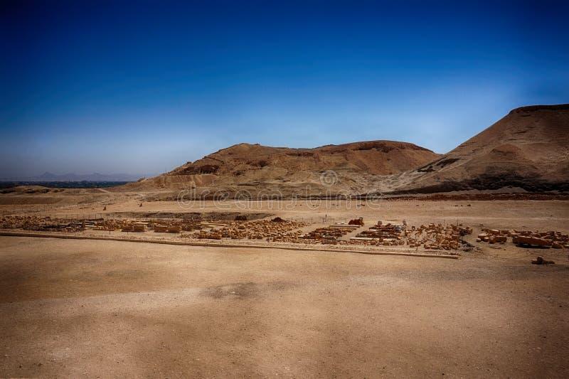 пустыня около виска ферзя Hatsepsut стоковые изображения rf